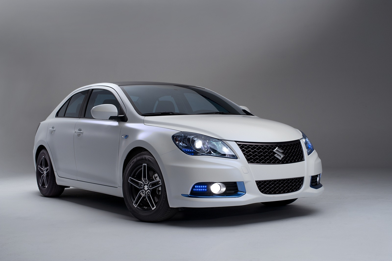 2018 Suzuki Kizashi Apex Concept photo - 4
