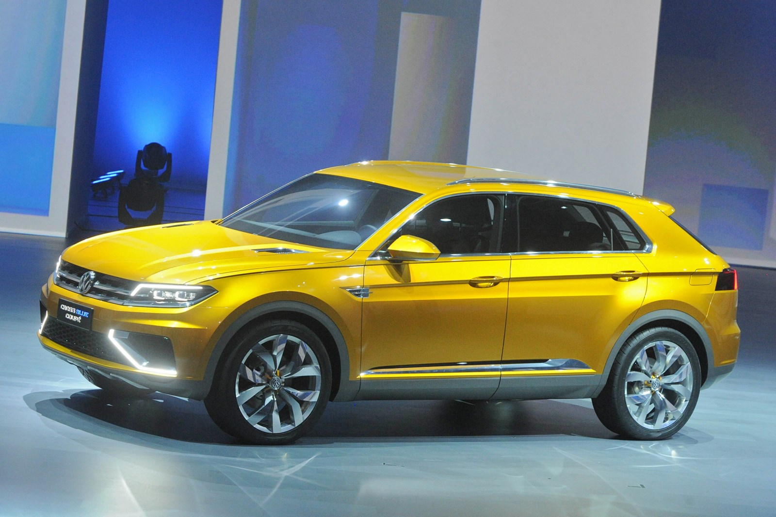 2018 Volkswagen CrossBlue Coupe Concept photo - 5