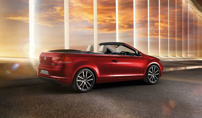 2018 Volkswagen Golf Cabriolet Last Edition photo - 2