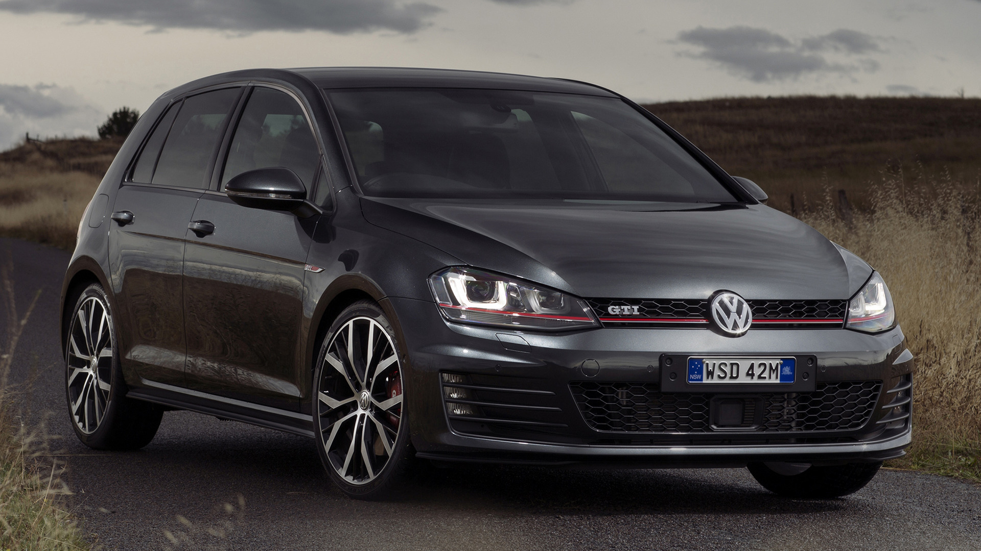 2018 volkswagen golf gti 5 door car photos catalog 2019. Black Bedroom Furniture Sets. Home Design Ideas
