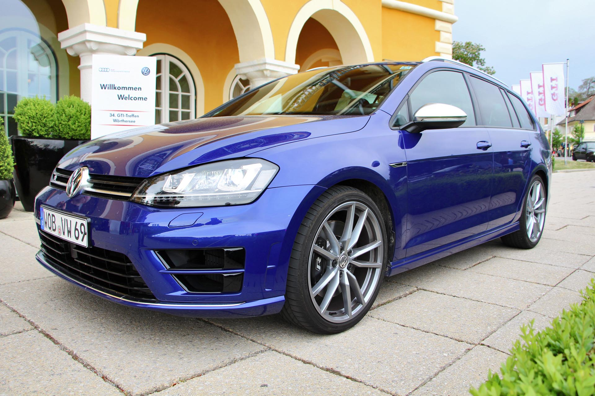 2018 Volkswagen Golf R Variant photo - 4