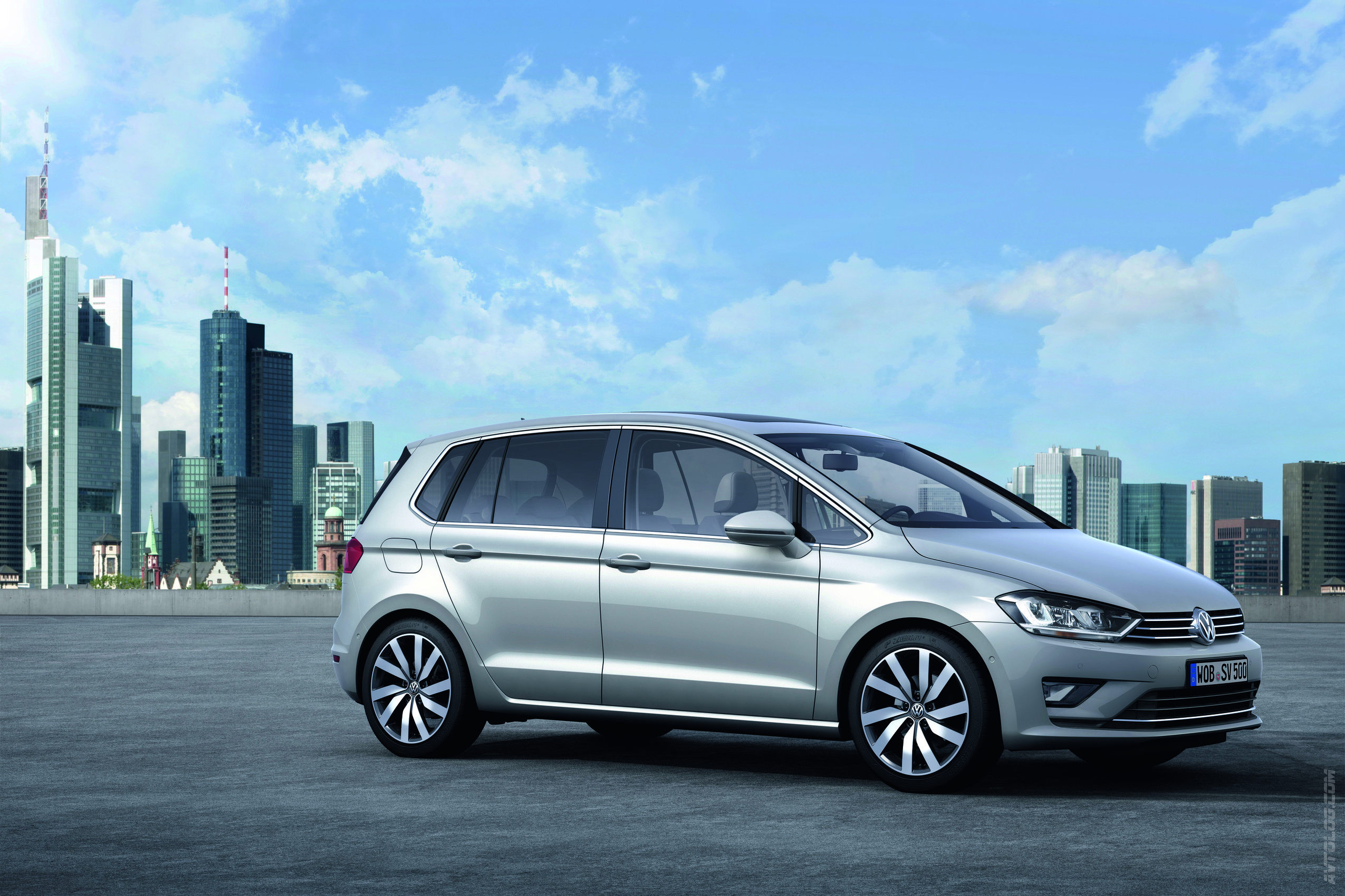 2018 Volkswagen Golf Sportsvan Concept photo - 4