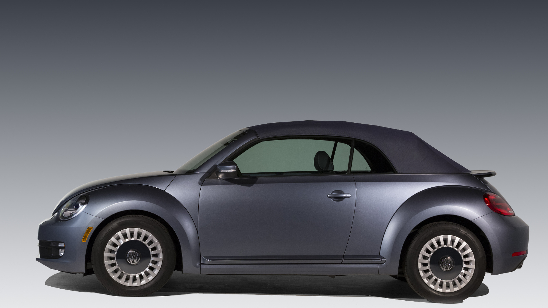 2018 Volkswagen New Beetle photo - 4