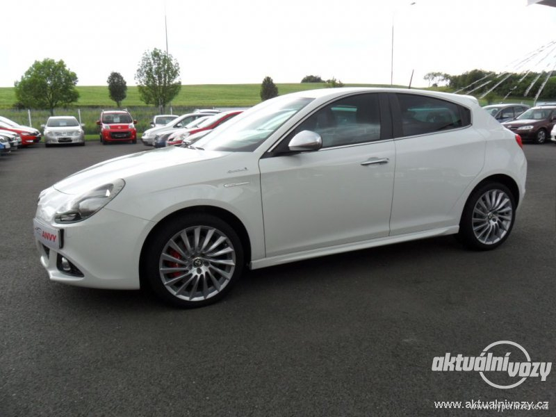 2019 Alfa Romeo Giulietta photo - 2