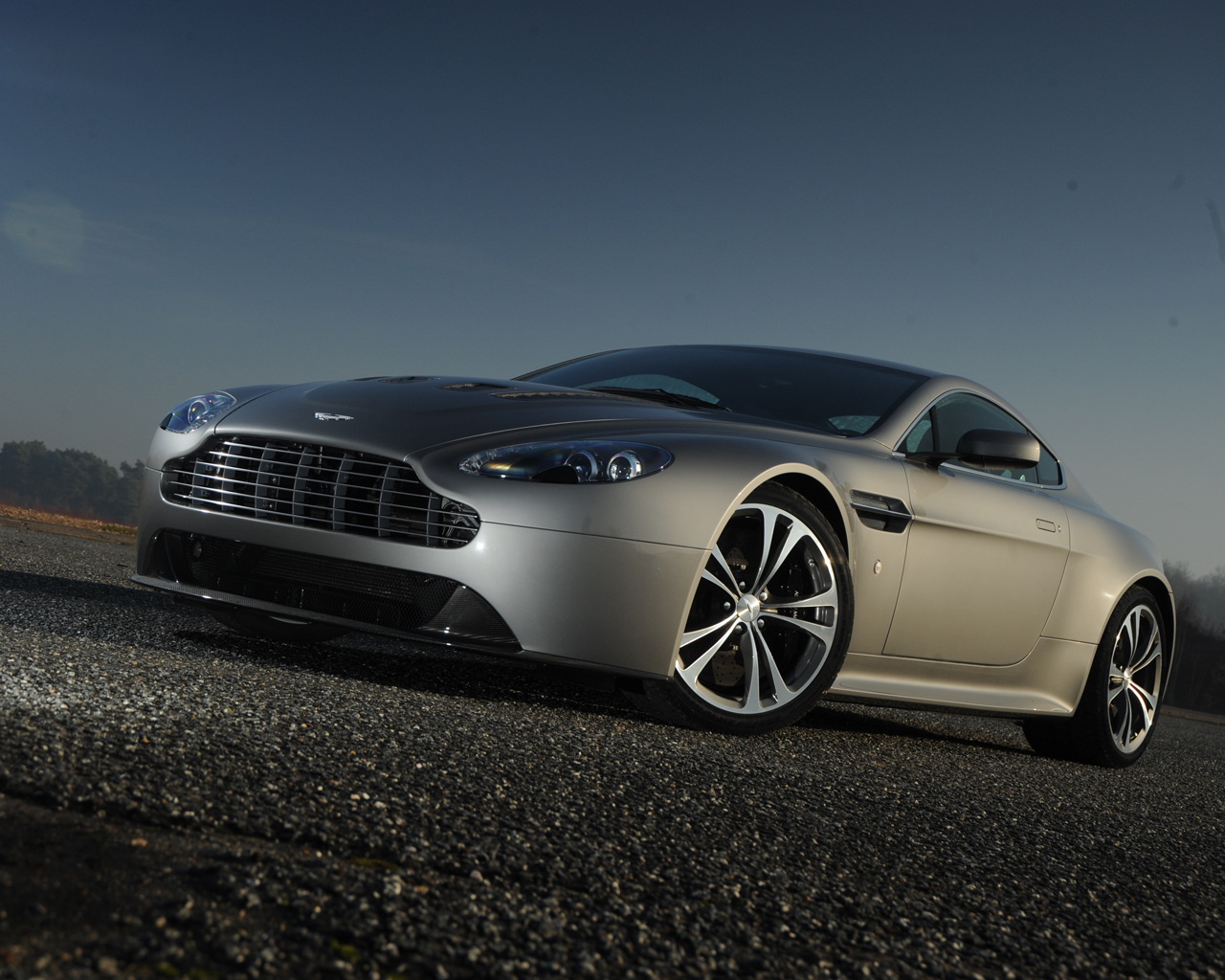2019 Aston Martin AMV8 Concept Car photo - 5