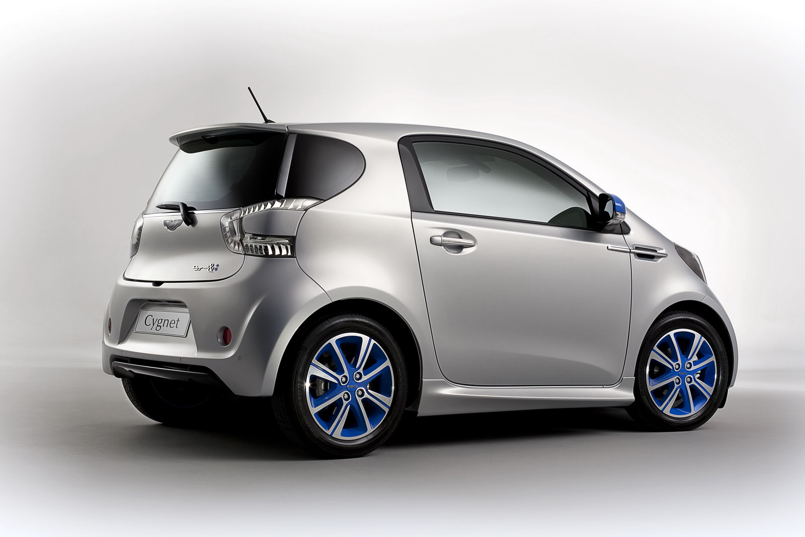2019 Aston Martin Cygnet Concept photo - 5
