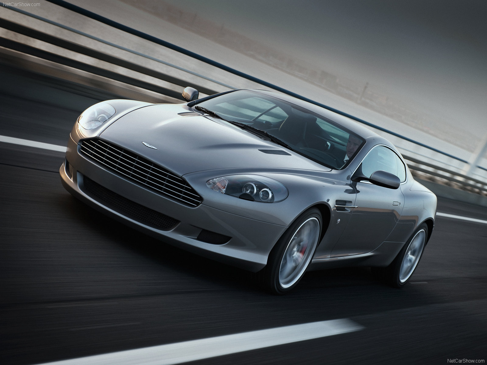 2019 Aston Martin DB9 photo - 2