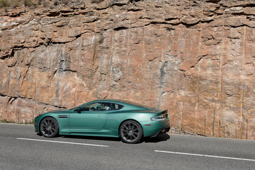 2019 Aston Martin DBS Racing Green photo - 1