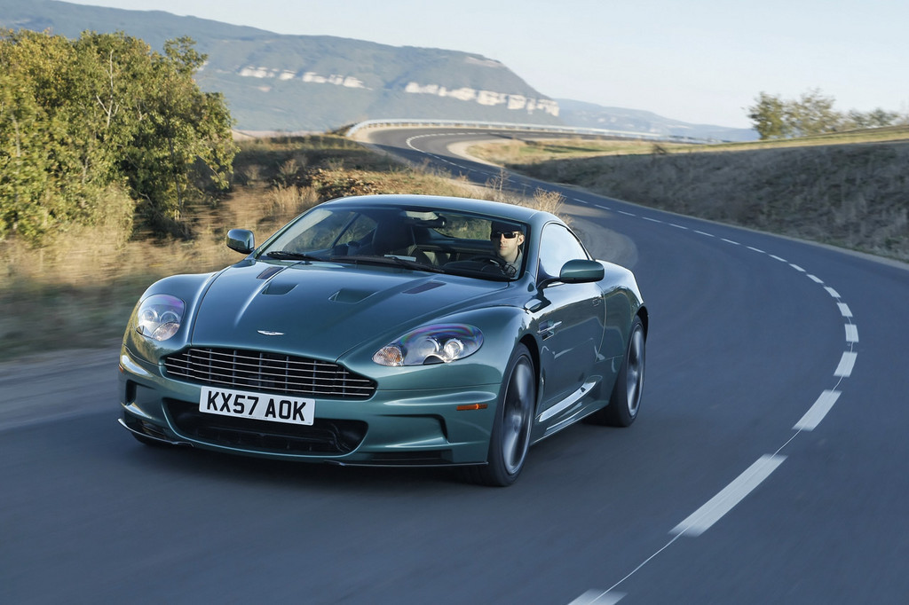 2019 Aston Martin DBS Racing Green photo - 3