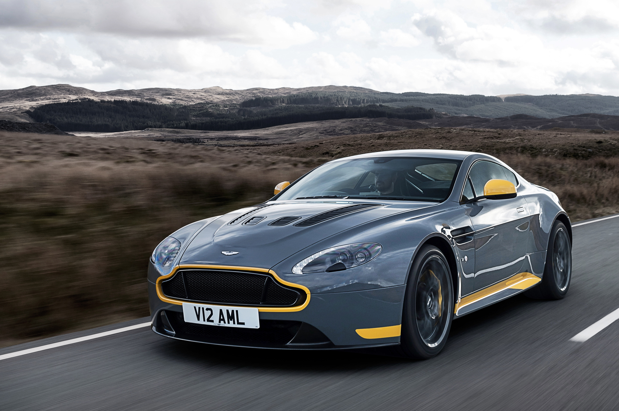 2019 Aston Martin V12 Vantage Car Photos Catalog 2018
