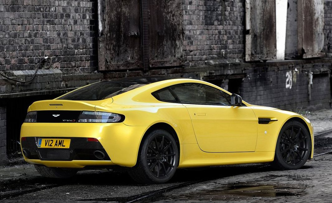 2019 Aston Martin V12 Vantage Roadster photo - 1