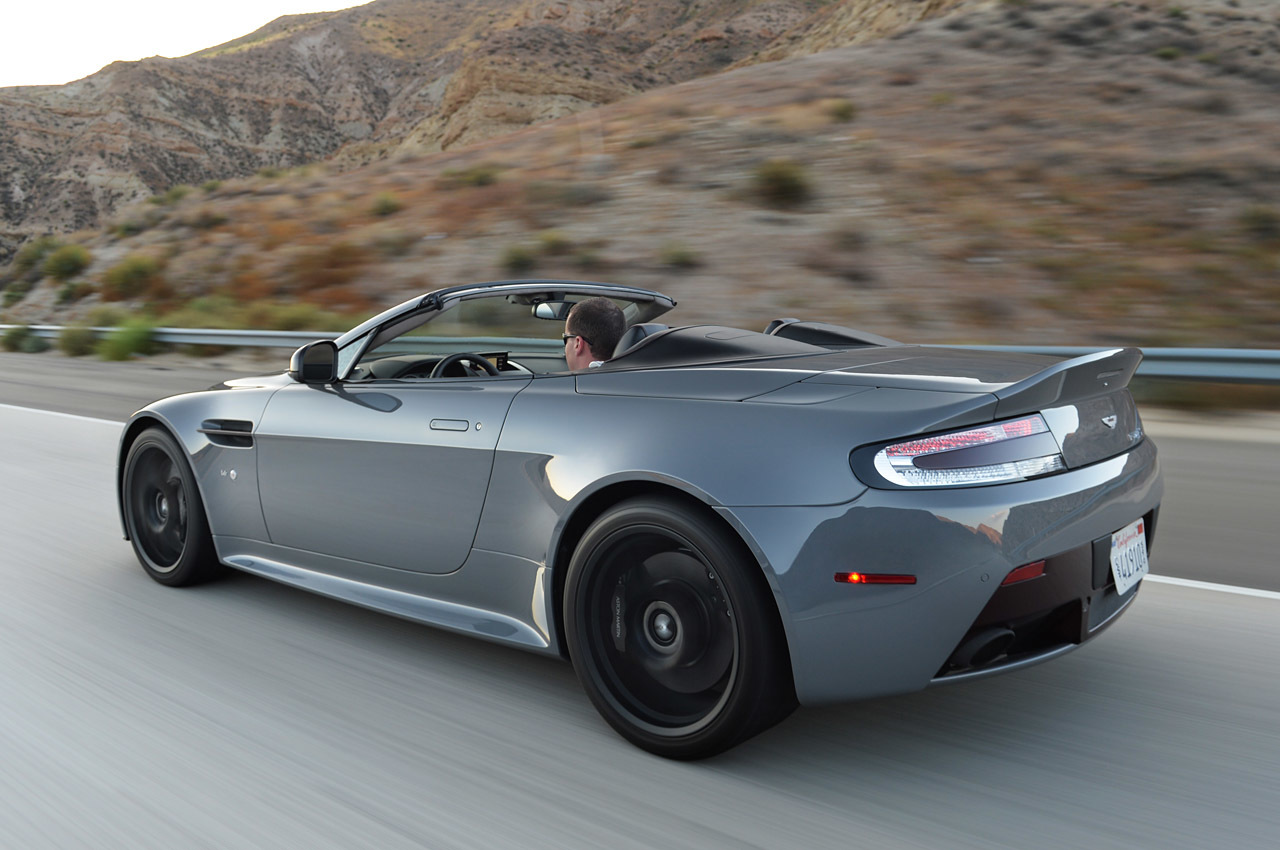 2019 Aston Martin V12 Vantage S Roadster photo - 4