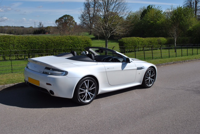 2019 Aston Martin V8 Vantage Roadster photo - 6