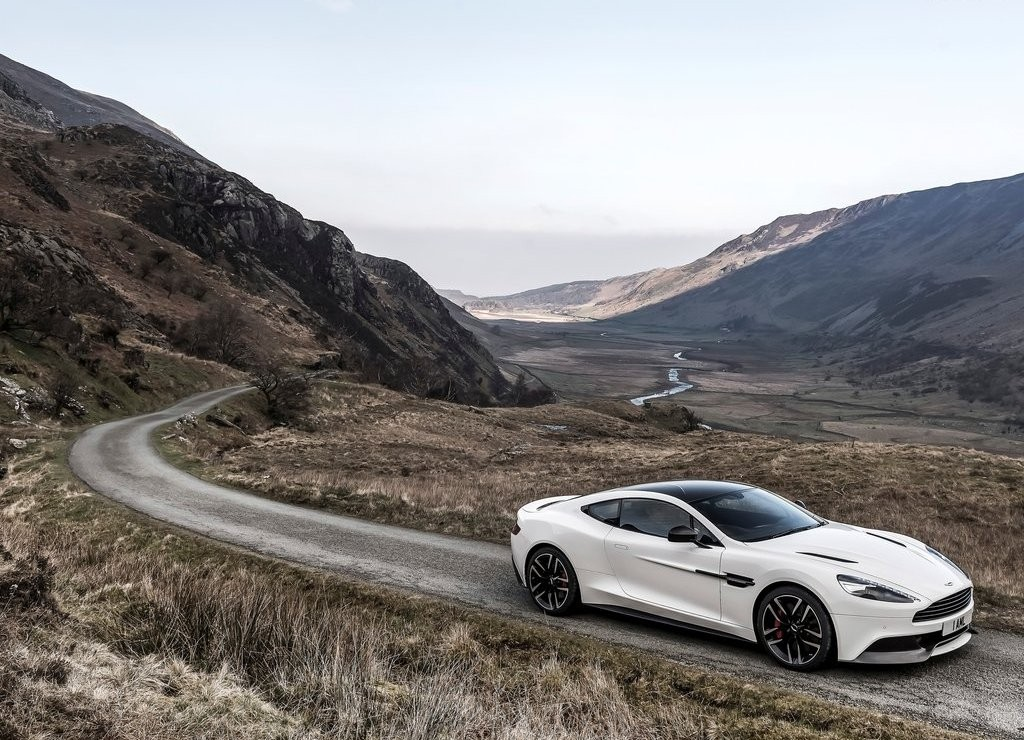 2019 Aston Martin Vanquish Carbon White photo - 2