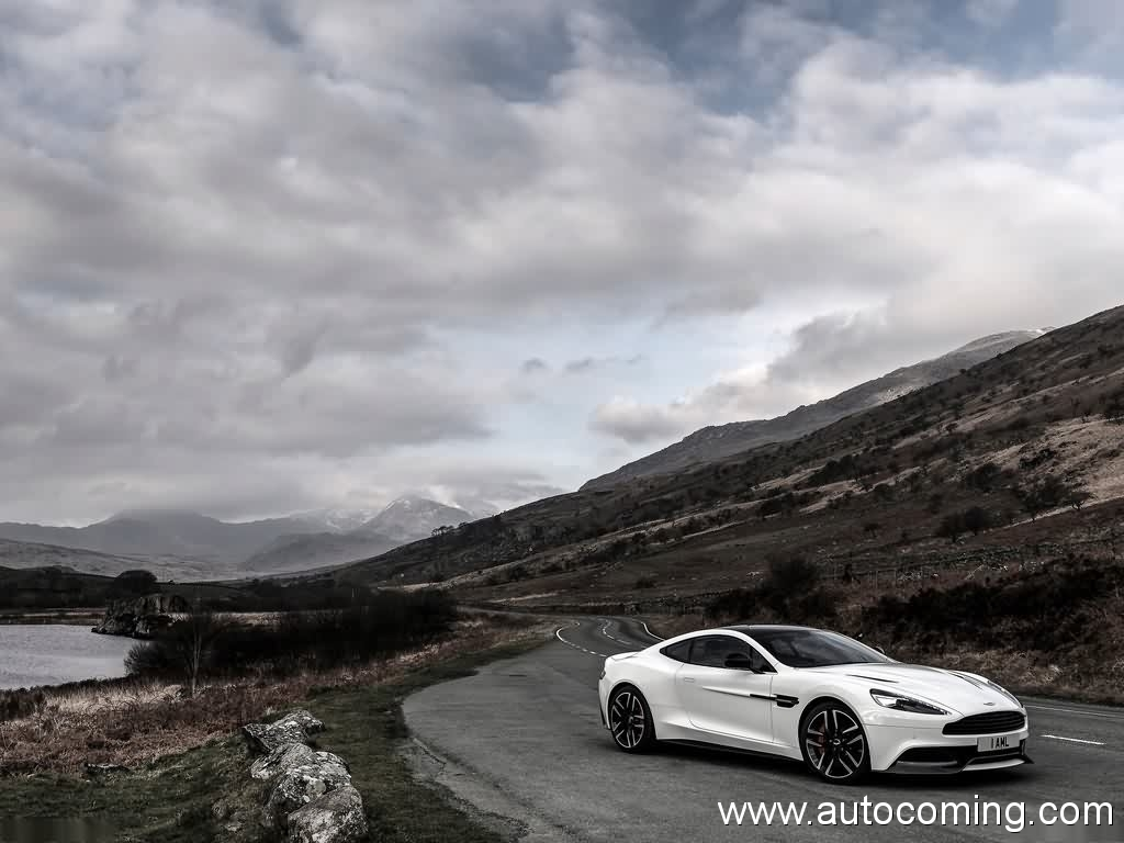 2019 Aston Martin Vanquish Carbon White photo - 3