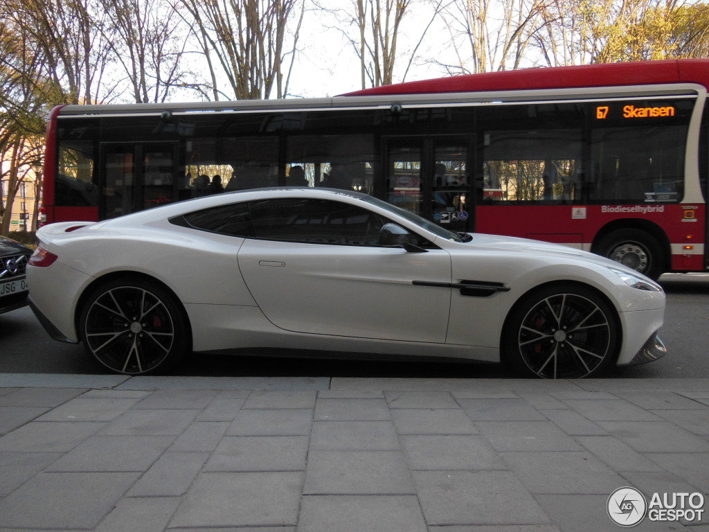 2019 Aston Martin Vanquish Carbon White photo - 5