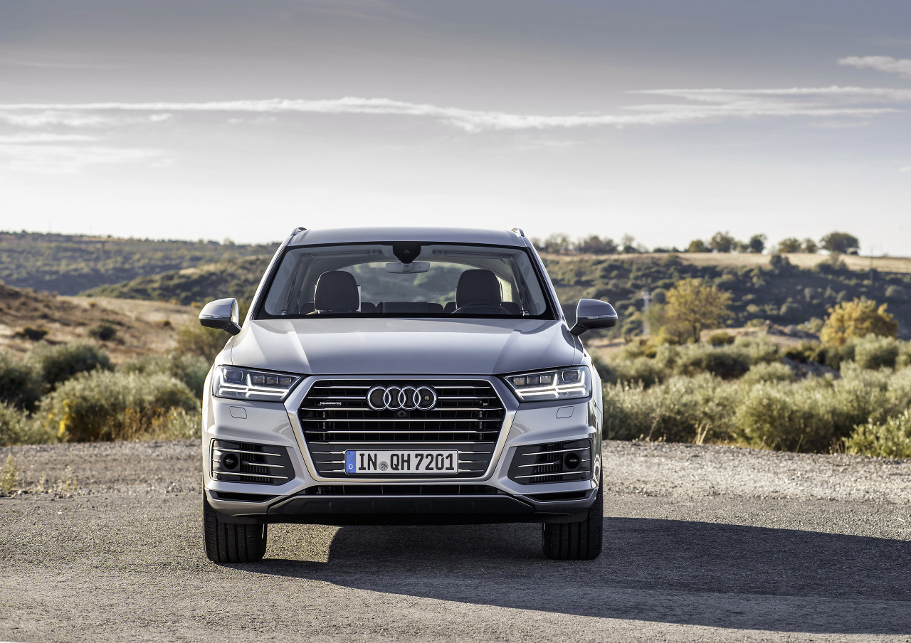 2019 Audi Q7 e tron 3.0 TDI quattro photo - 3