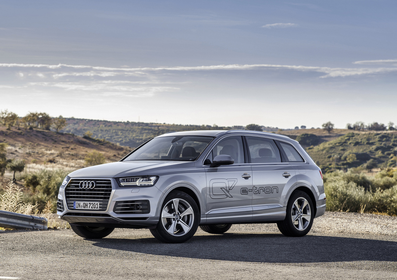 2019 Audi Q7 e tron 3.0 TDI quattro photo - 4