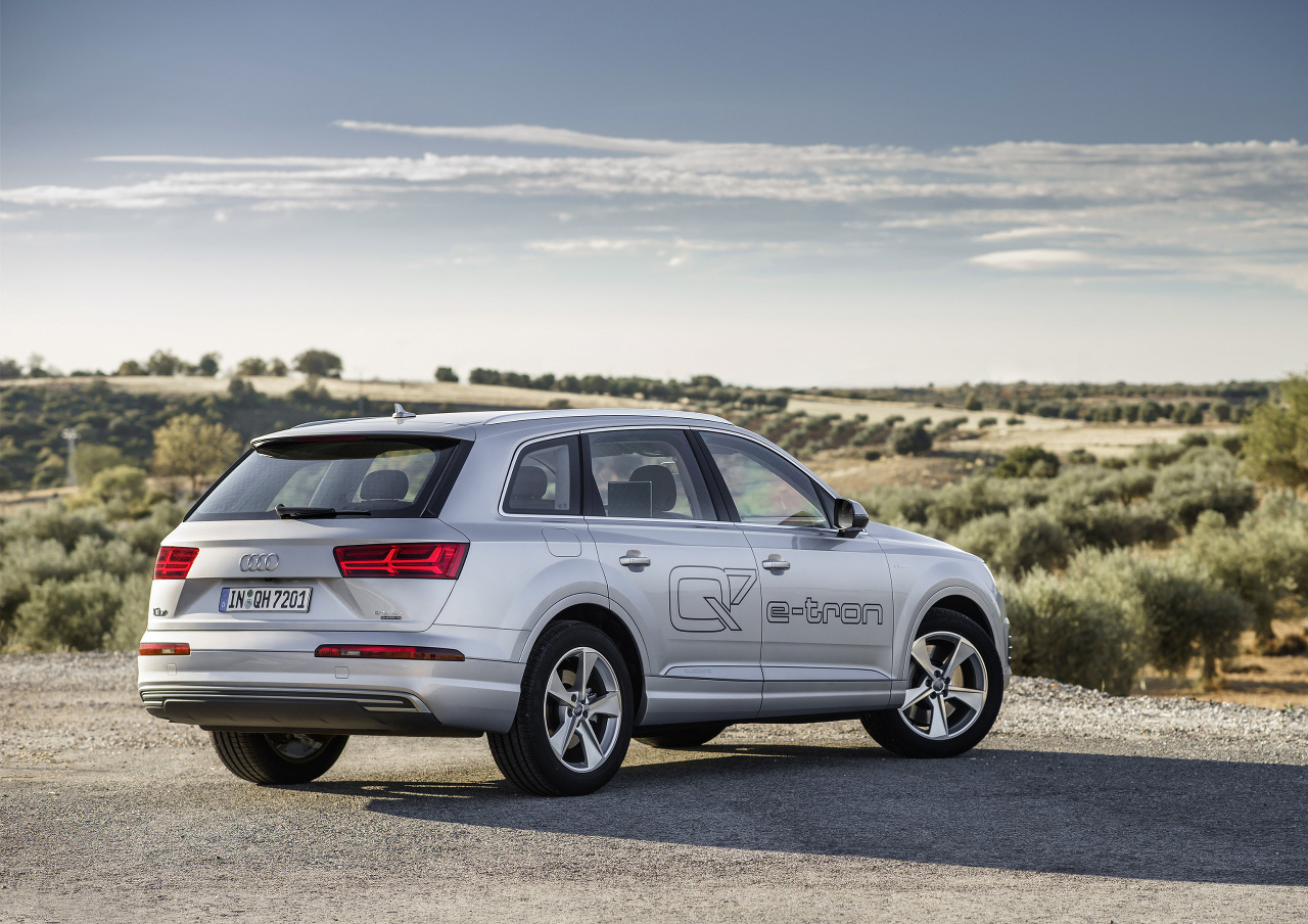 2019 Audi Q7 e tron 3.0 TDI quattro photo - 6