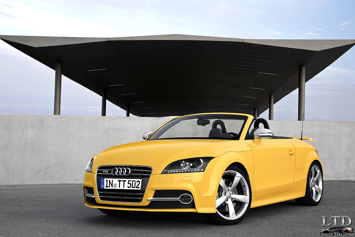 2019 Audi TTS Roadster competition photo - 2