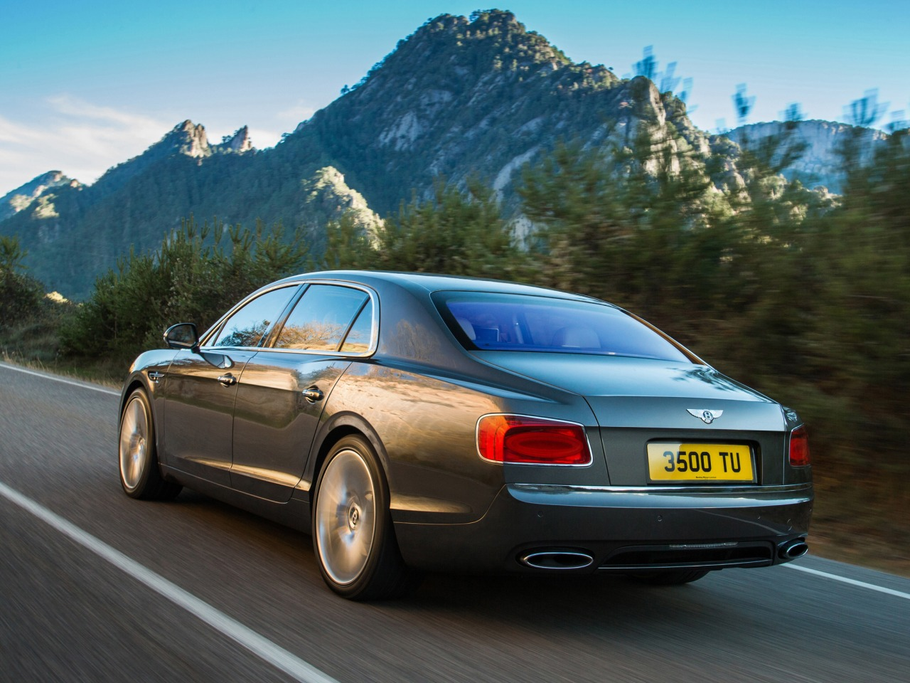 2019 Bentley Continental Flying Spur photo - 2