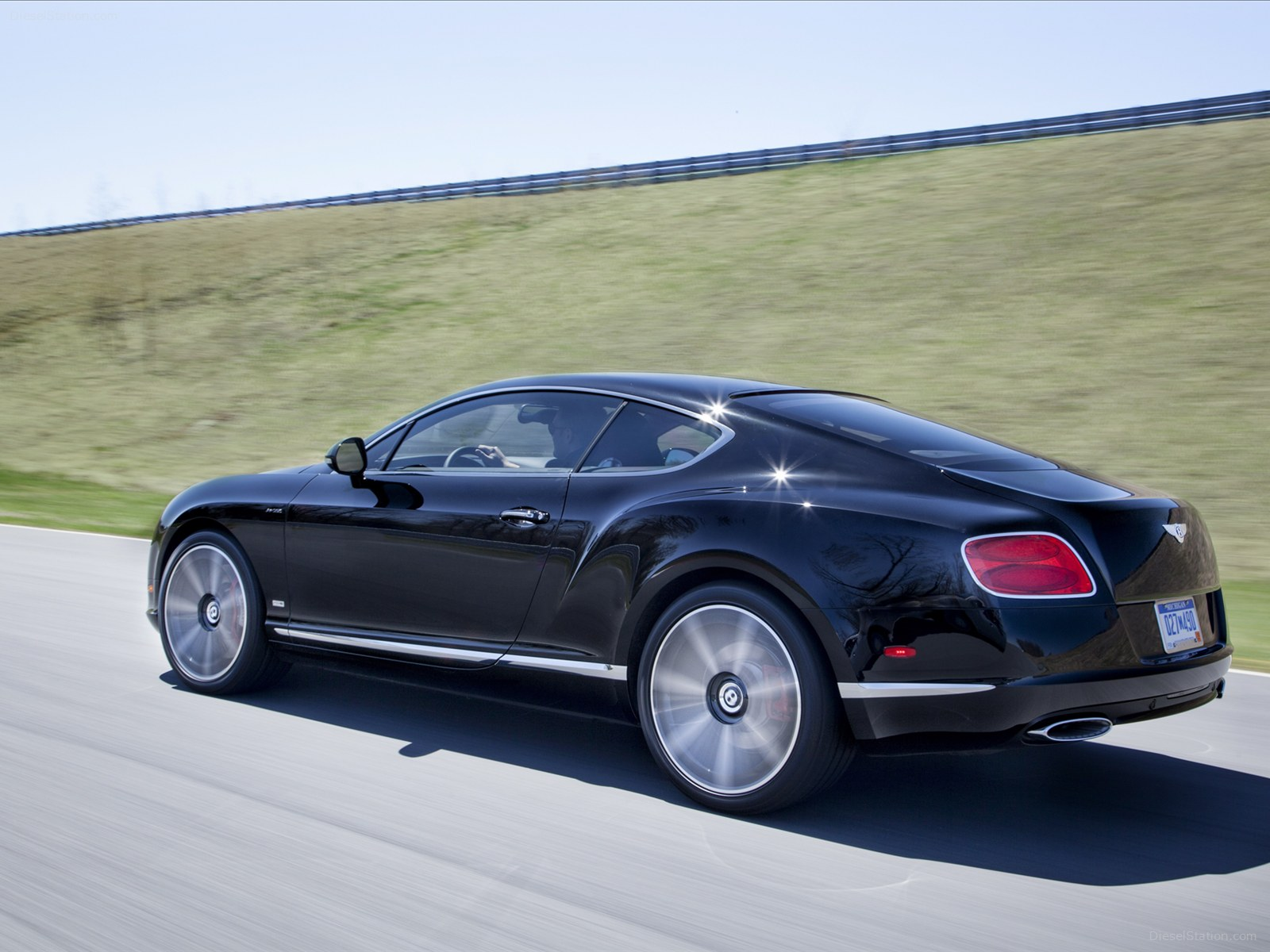 2019 Bentley Continental GT W12 Le Mans Edition photo - 5