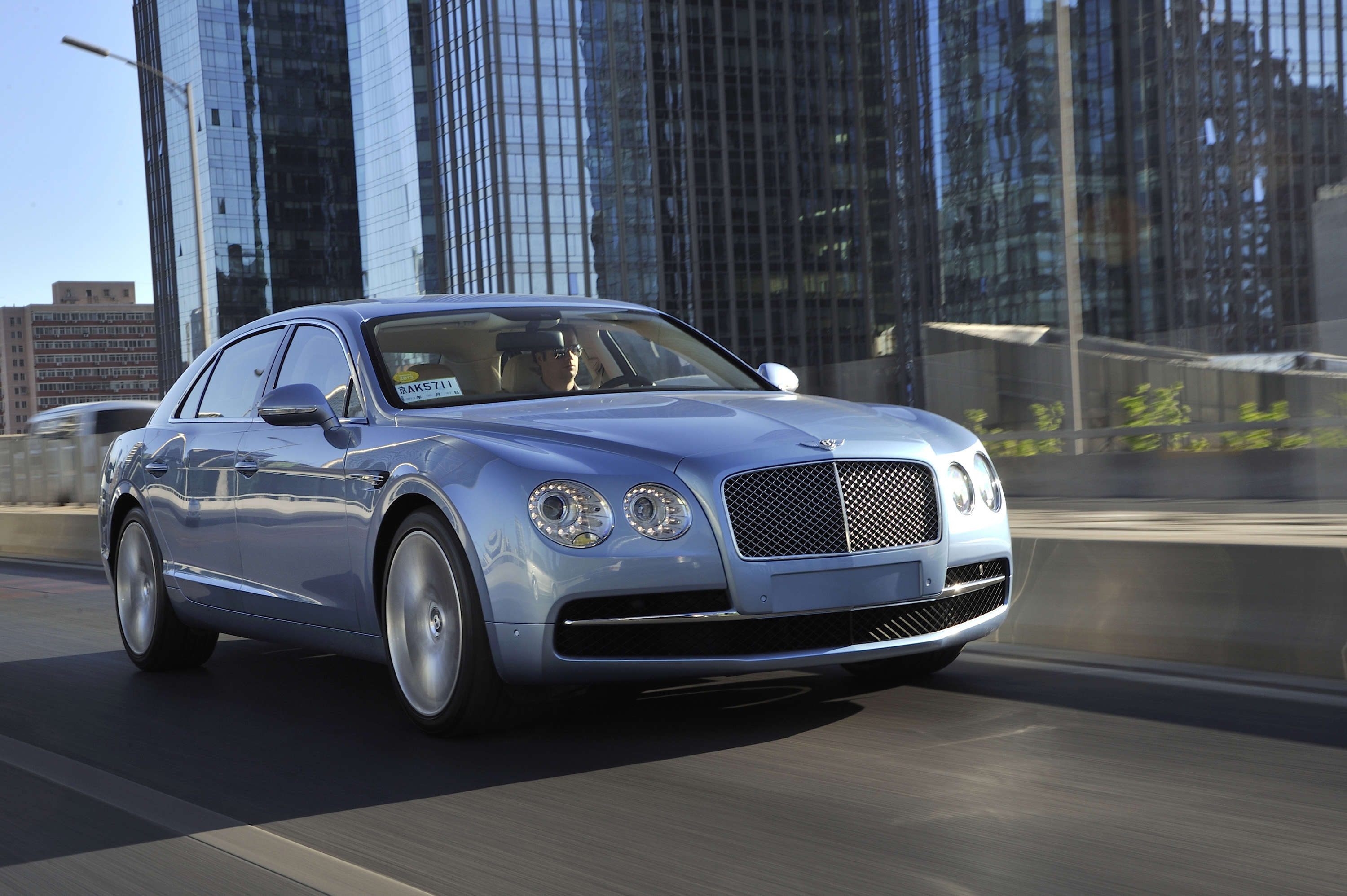 2019 Bentley Flying Spur V8 photo - 3