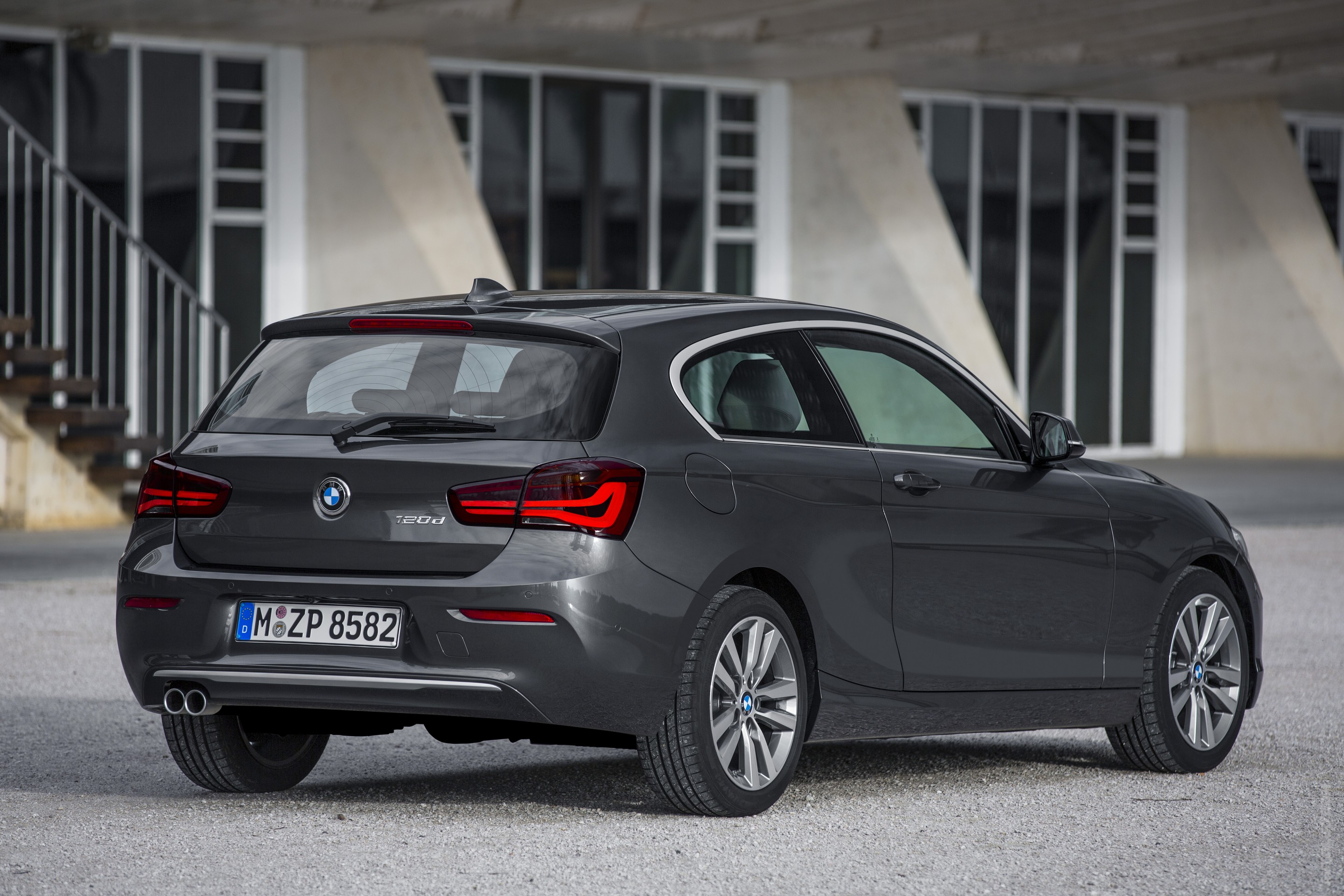 2019 BMW 1 Series 3 door photo - 4