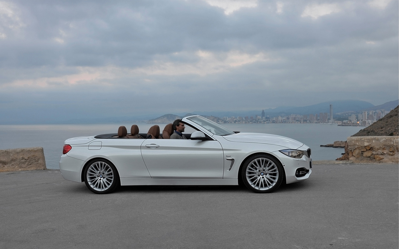 2019 BMW 1 Series Convertible photo - 1