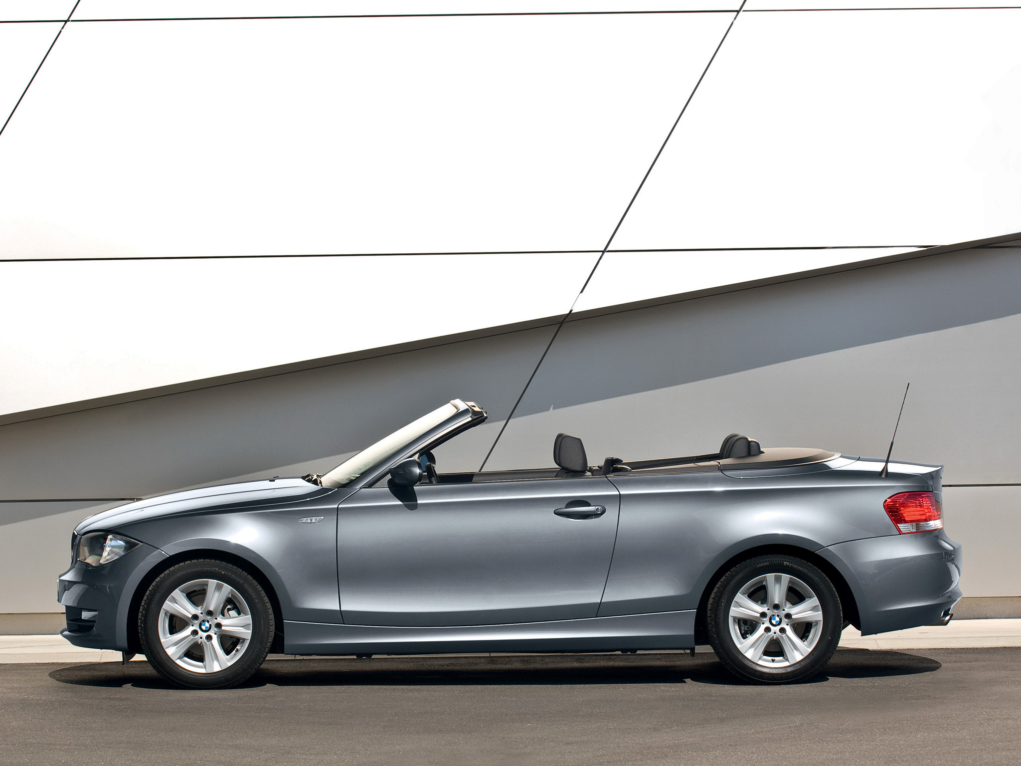 2019 BMW 135i Convertible photo - 4