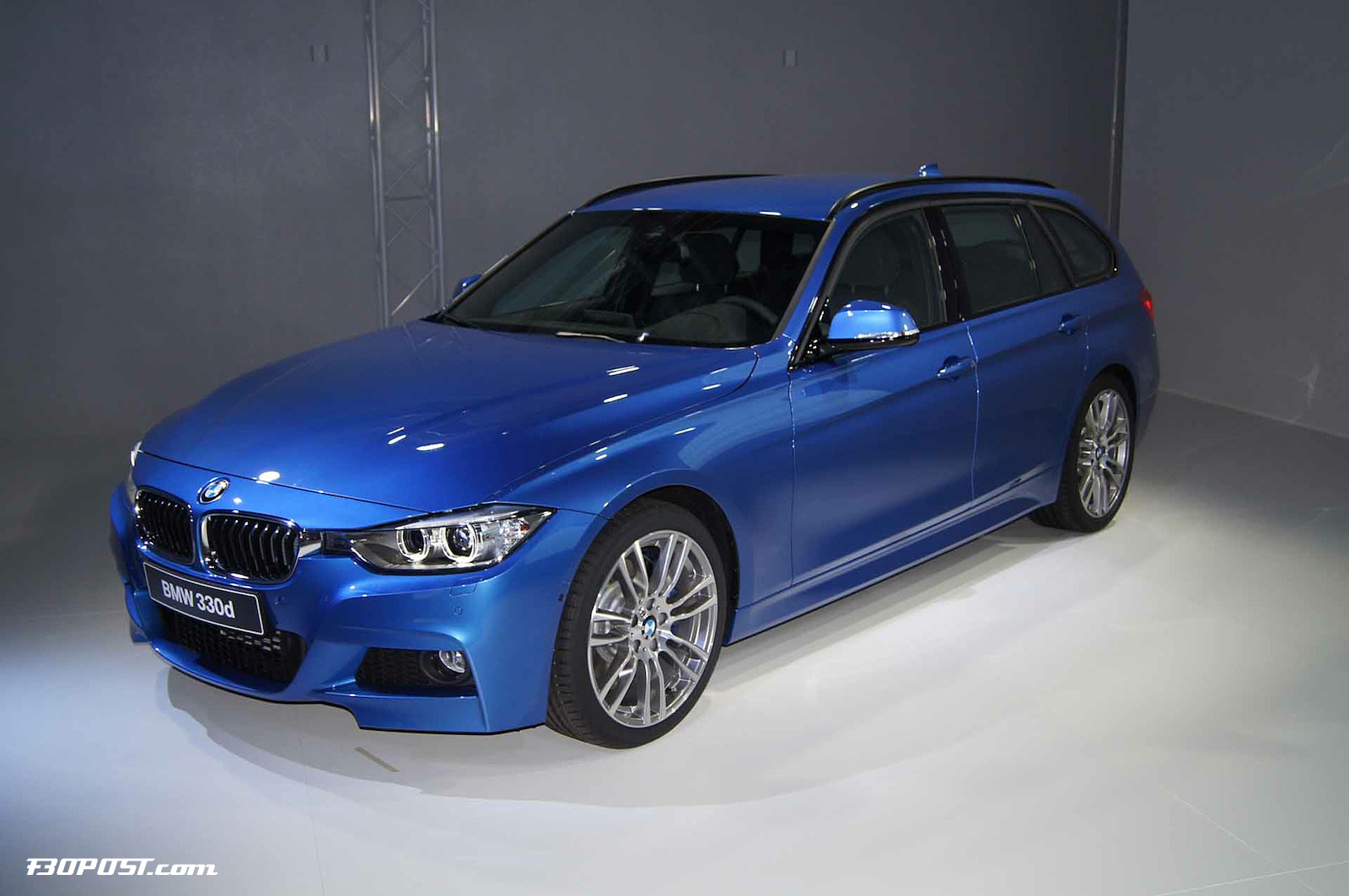 2019 BMW 3 Series Touring photo - 1