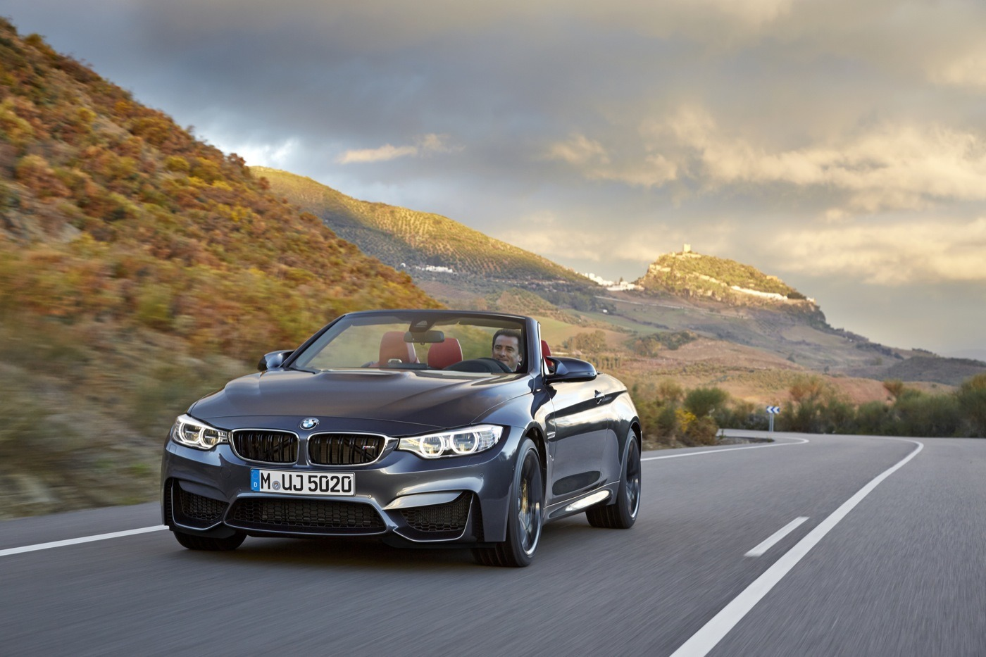 2019 BMW M4 Convertible photo - 2