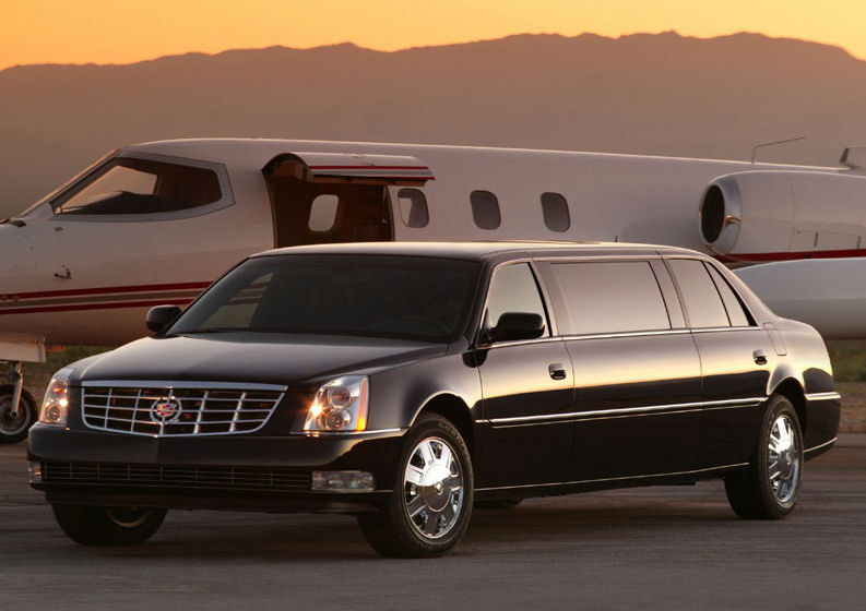 2019 Cadillac Escalade ESVe Limousine photo - 3