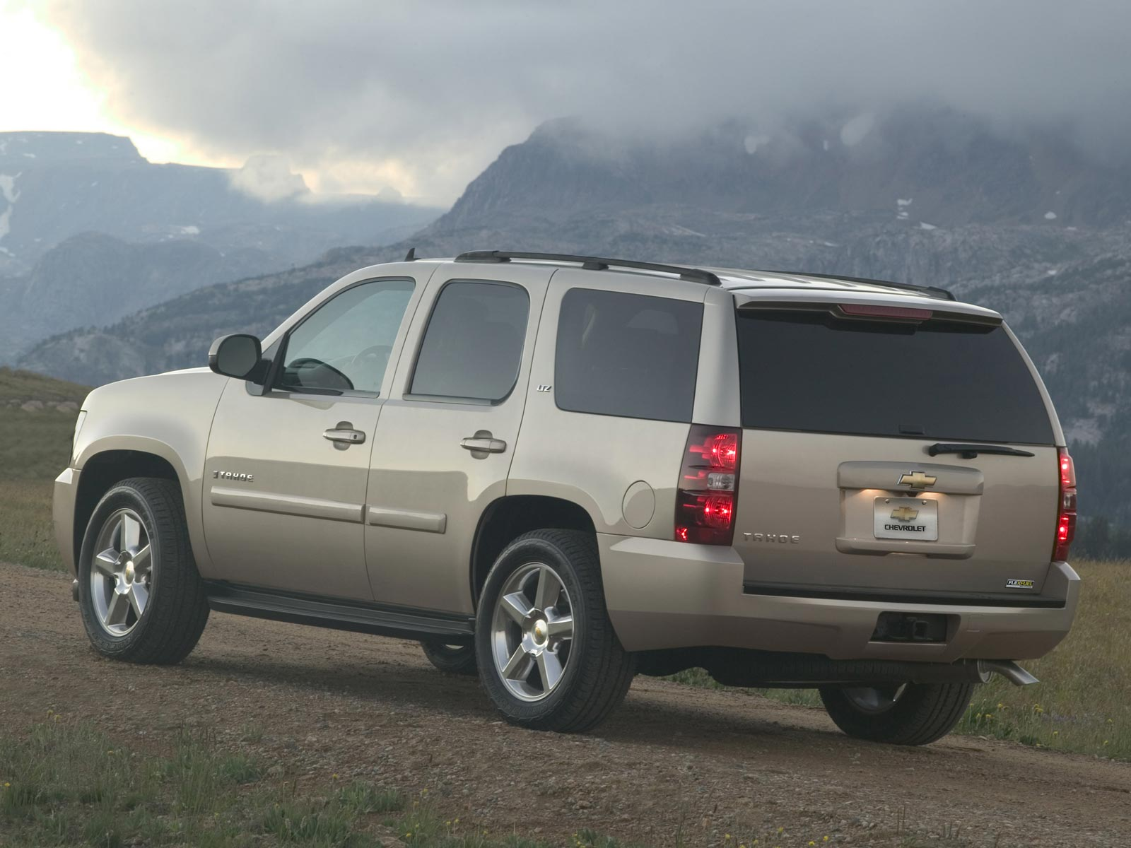 2019 Chevrolet Avalanche photo - 6