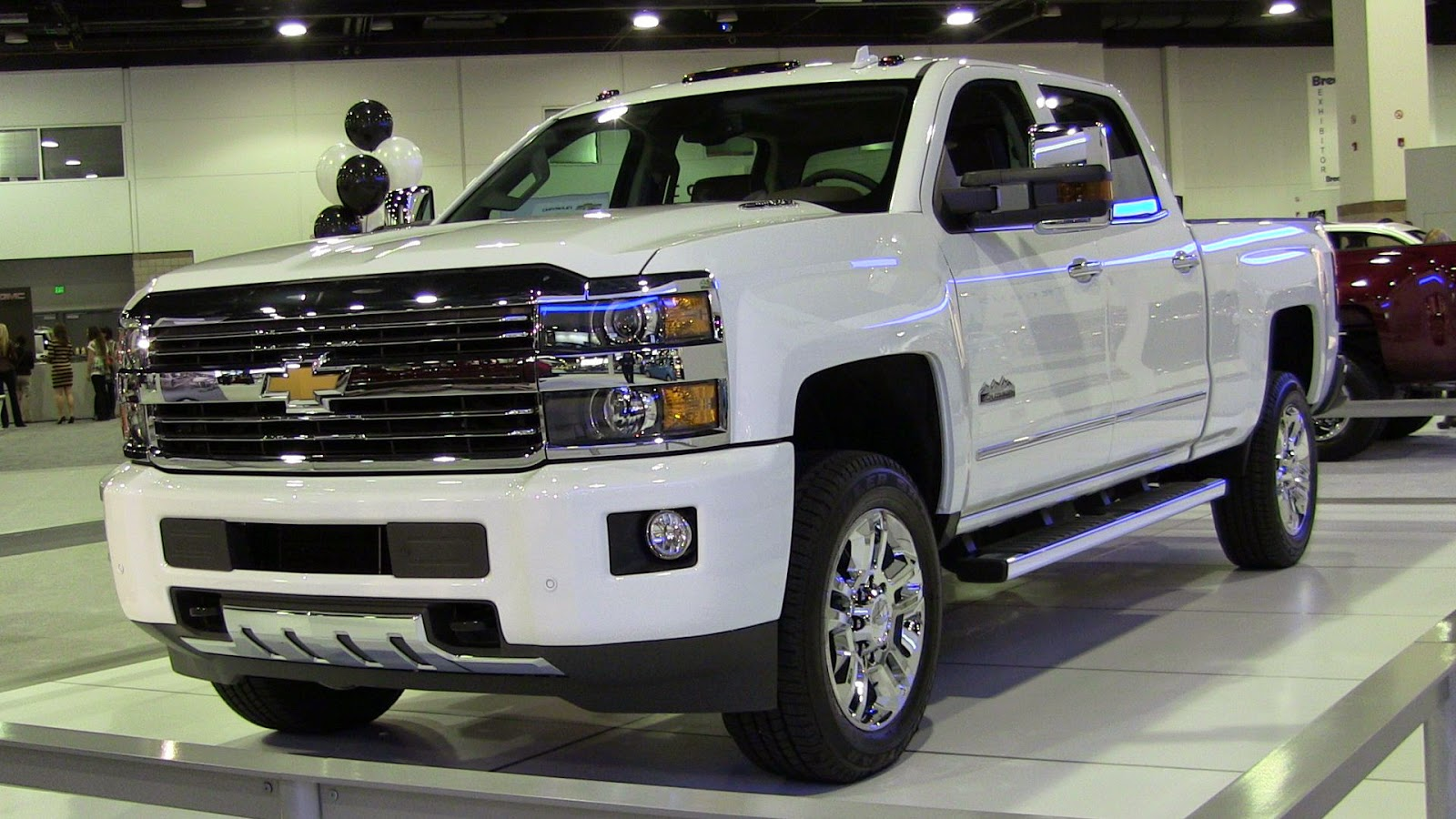 2019 Chevrolet Silverado High Country HD photo - 4