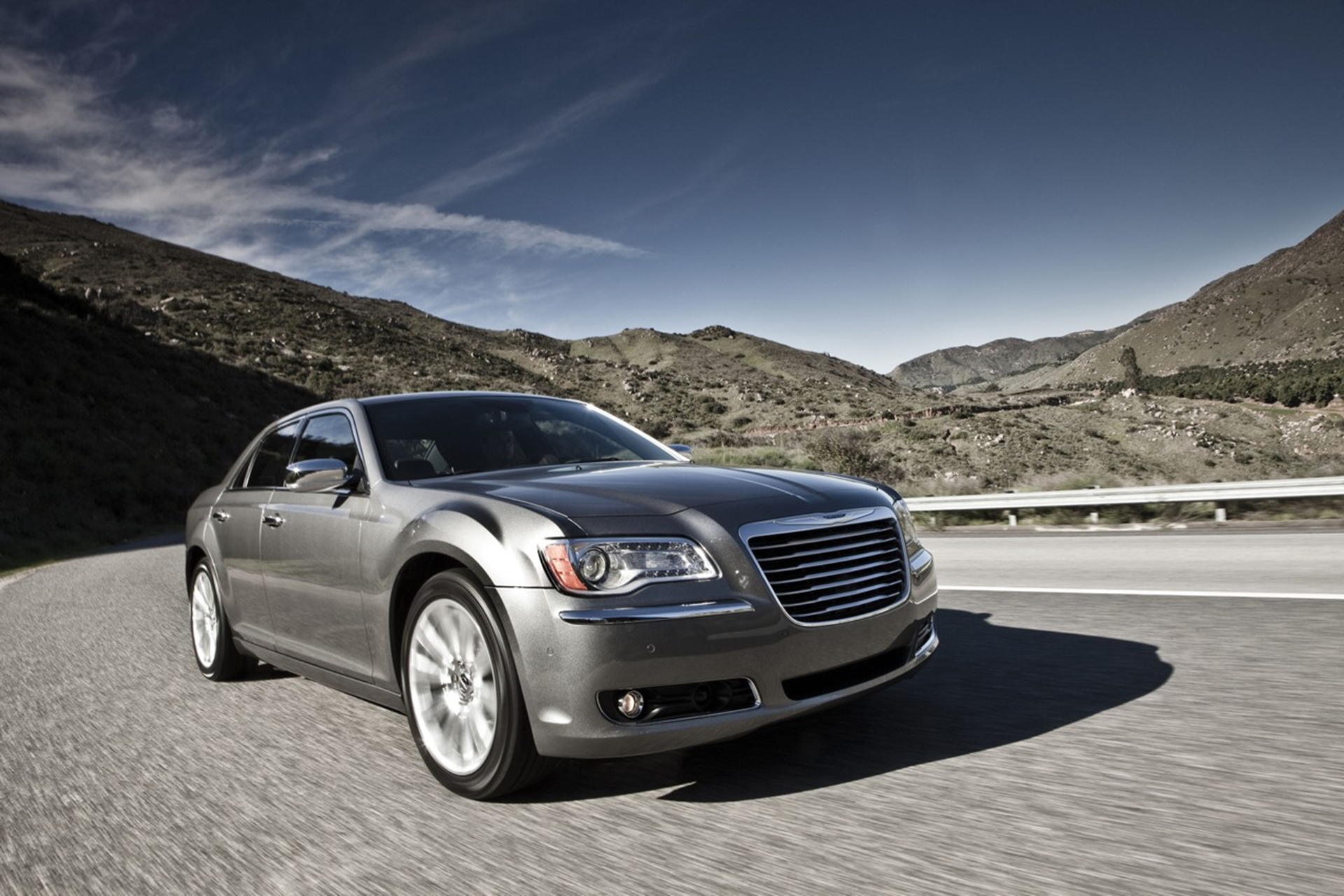 2019 Chrysler 300 Luxury Series photo - 2