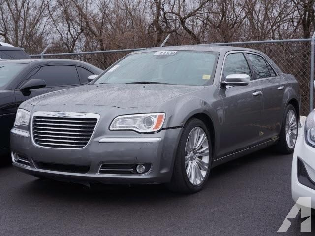 2019 Chrysler 300 Luxury Series photo - 4