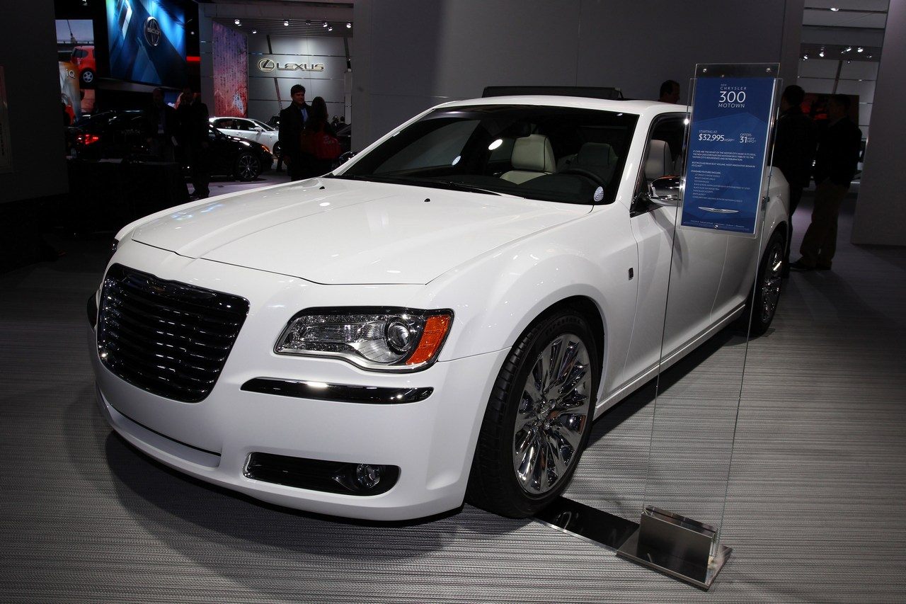 2019 Chrysler 300 Motown Edition photo - 1