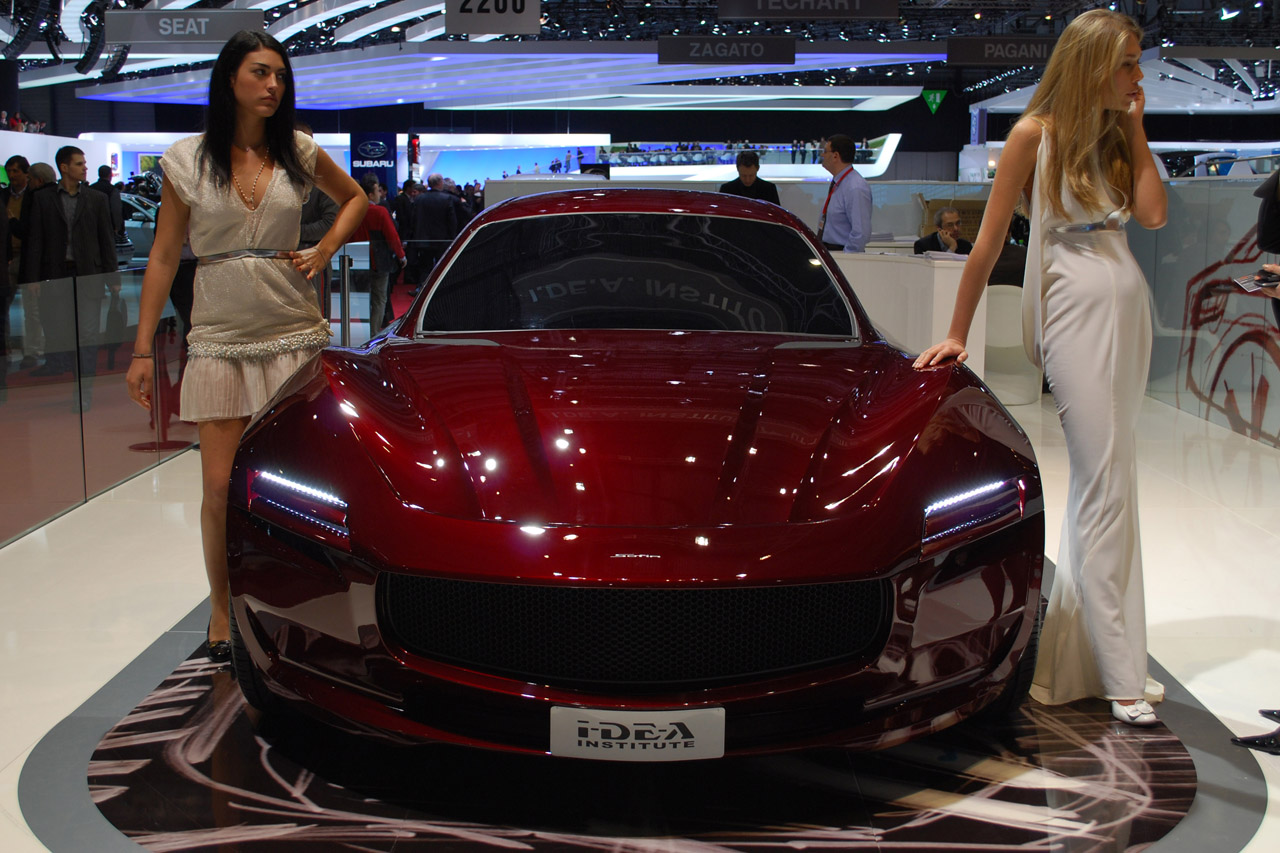 2019 Chrysler EV Concept photo - 6