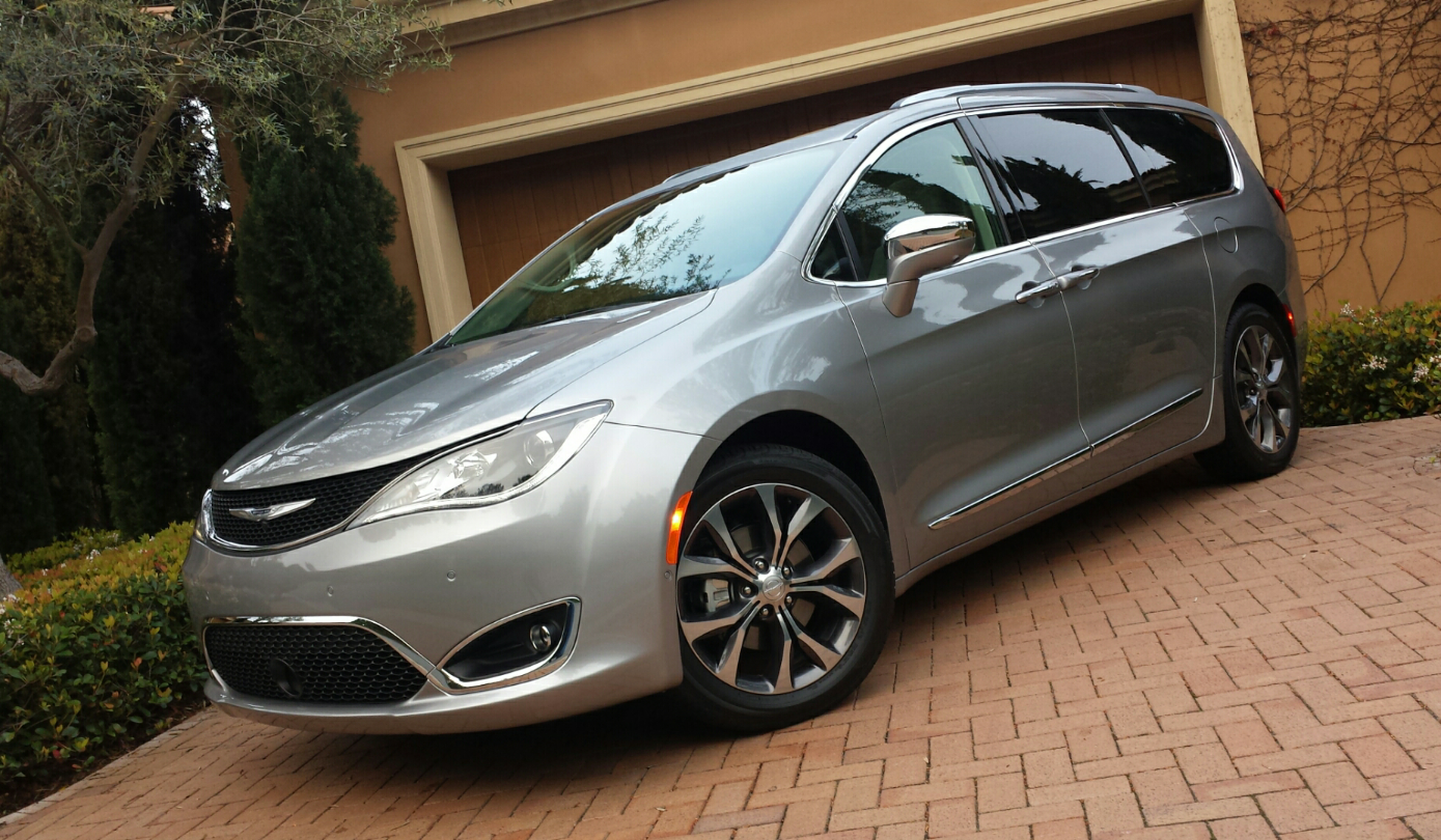 2019 Chrysler Pacifica photo - 6