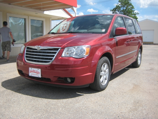 2019 Chrysler Town and Country photo - 3
