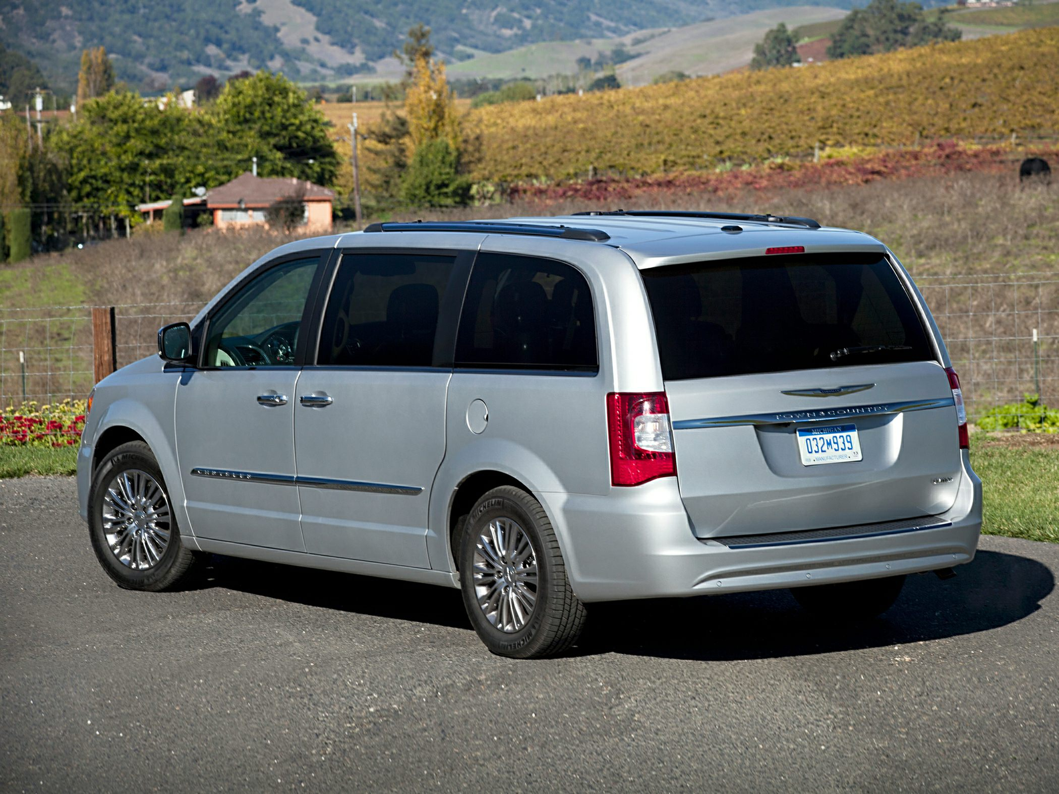 2019 Chrysler Town and Country photo - 4