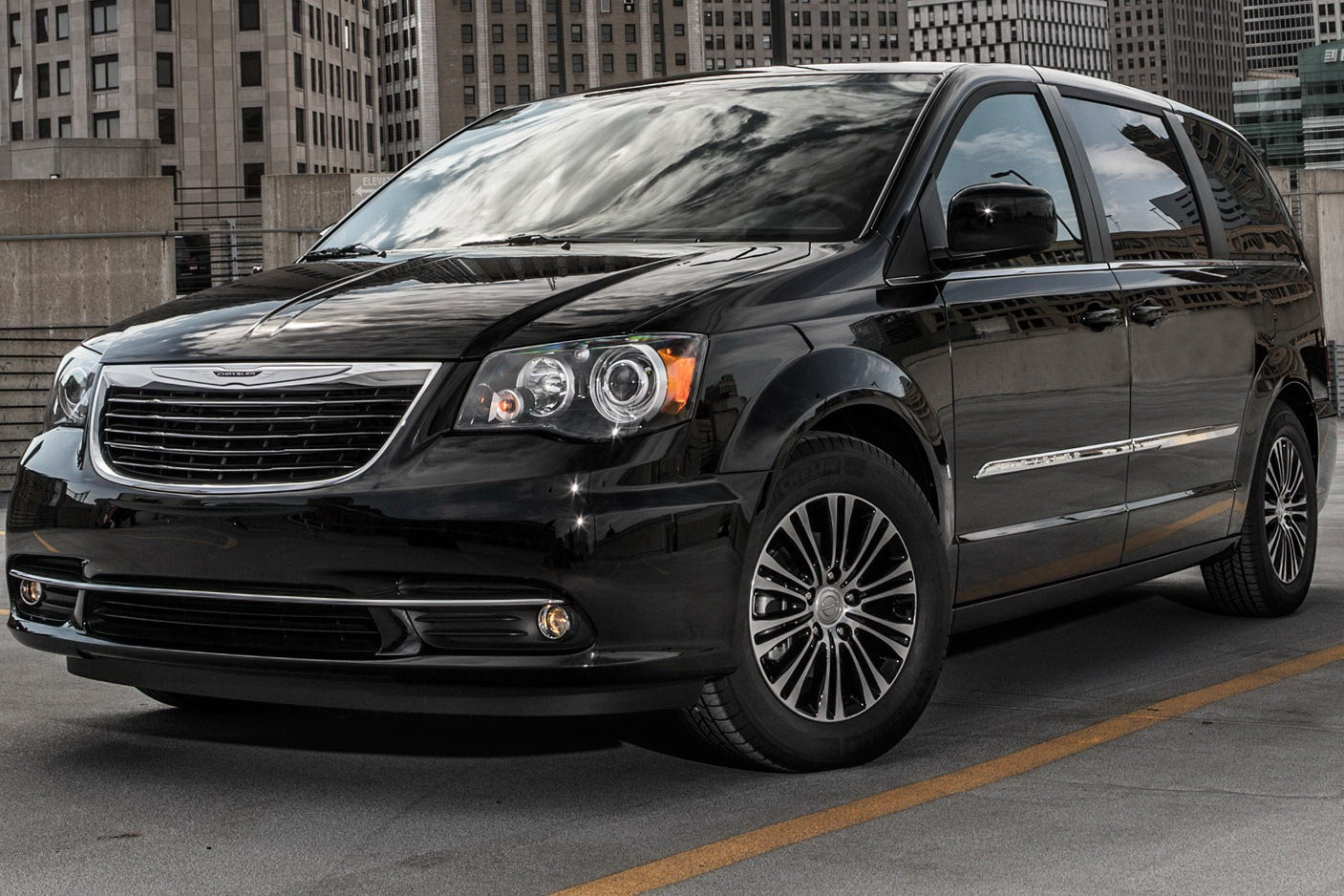 2019 Chrysler Town and Country photo - 5