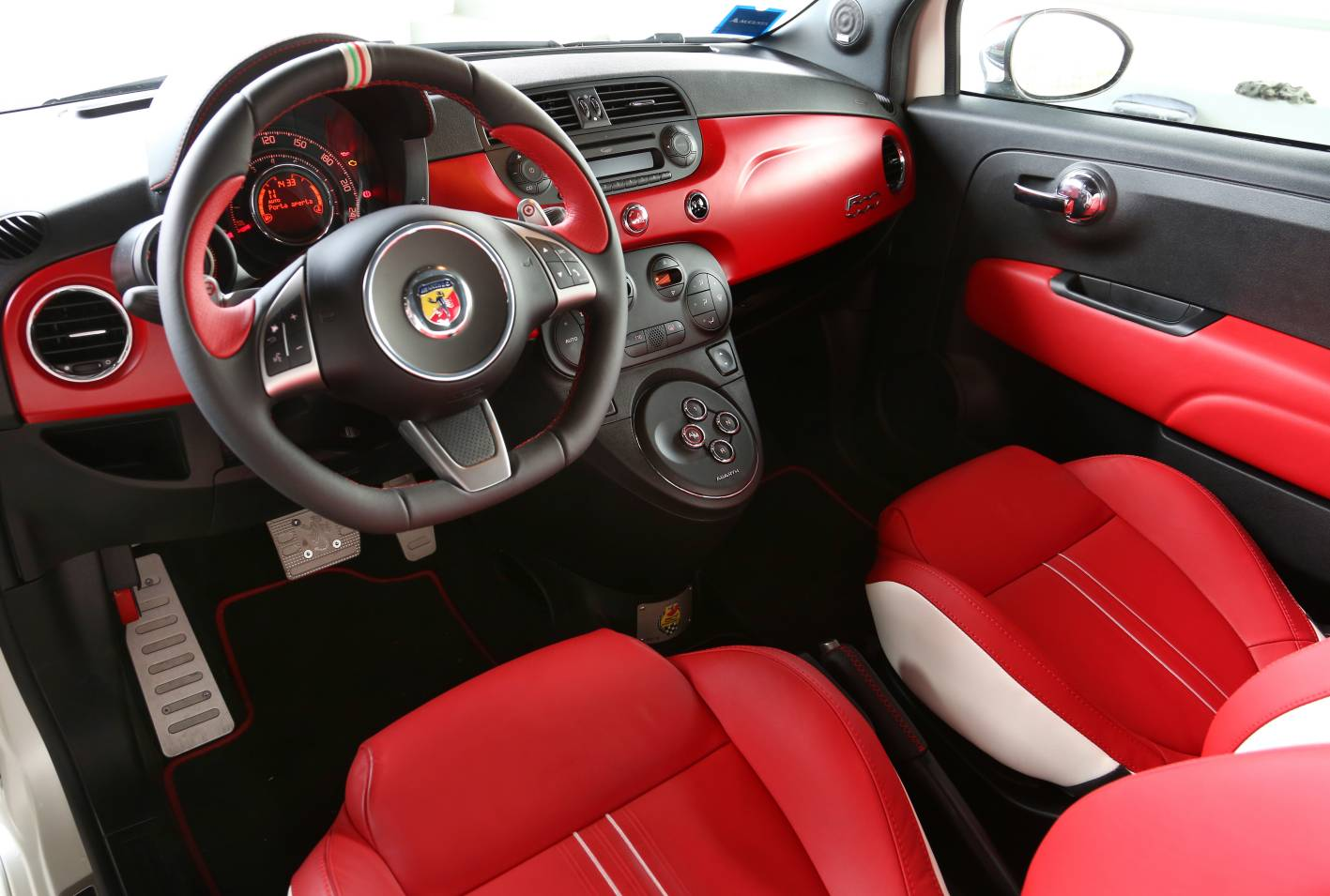 2019 Fiat 595 Abarth 50th Anniversary photo - 5