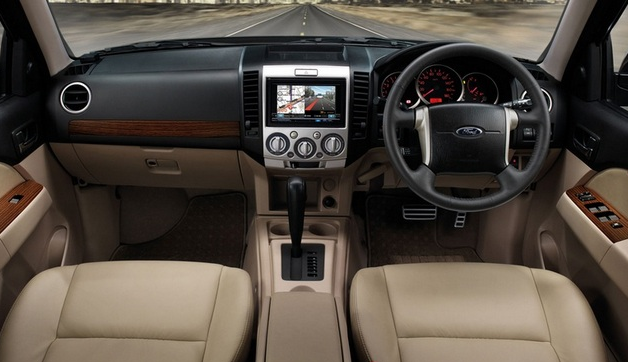 2019 Ford Everest photo - 3