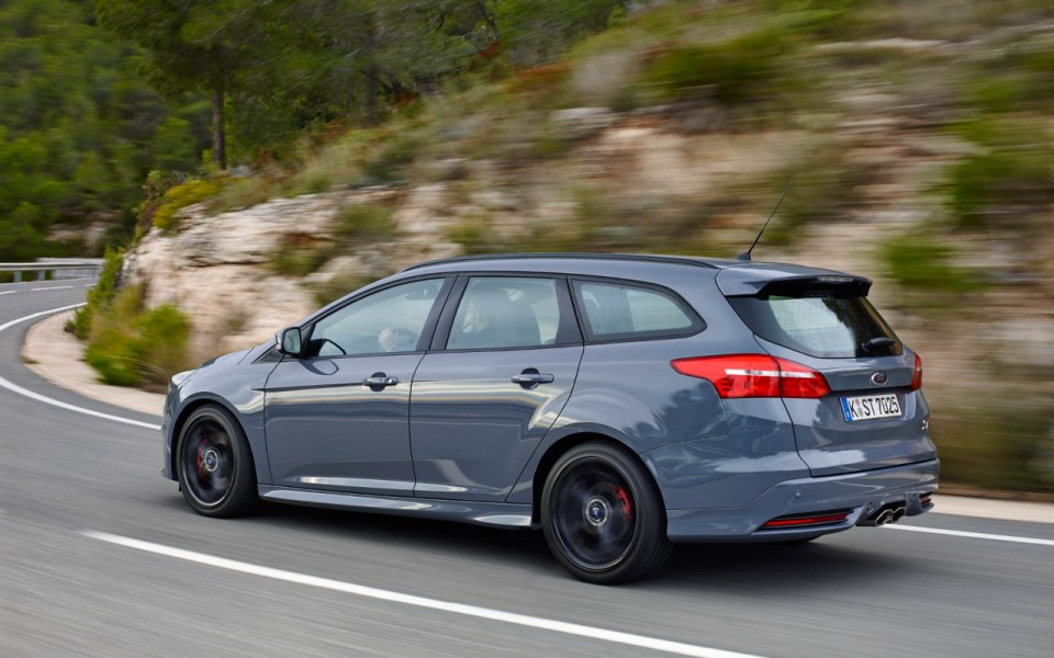 2019 Ford Focus ST photo - 4