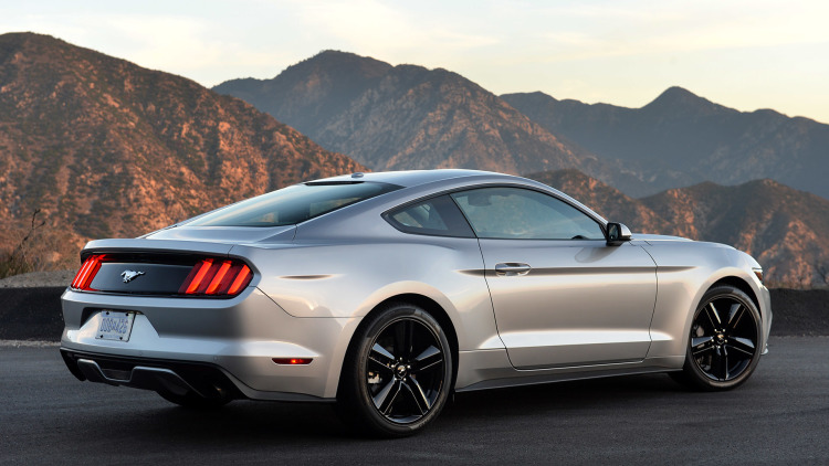 2019 Ford Mustang photo - 3