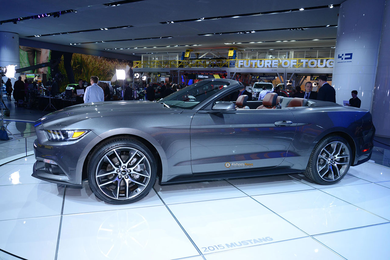 2019 Ford Mustang EcoBoost photo - 3