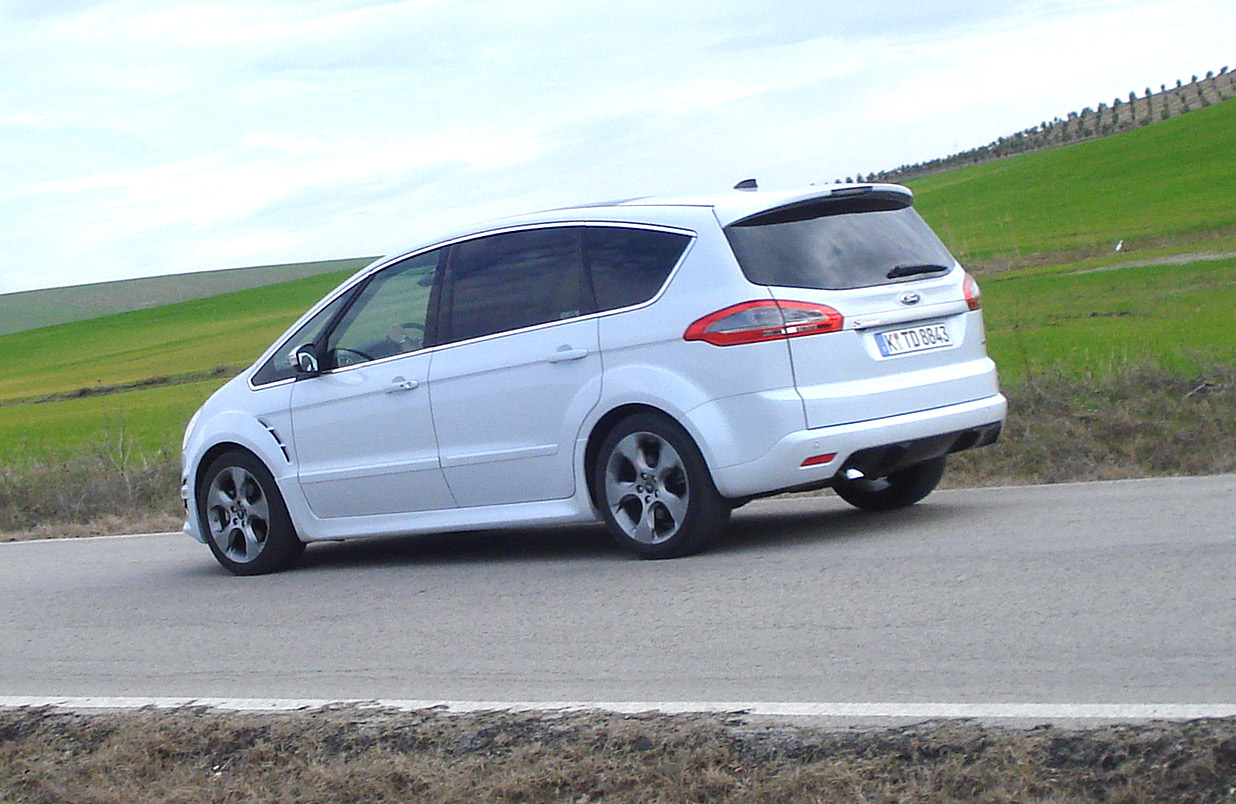 2019 Ford S MAX photo - 2