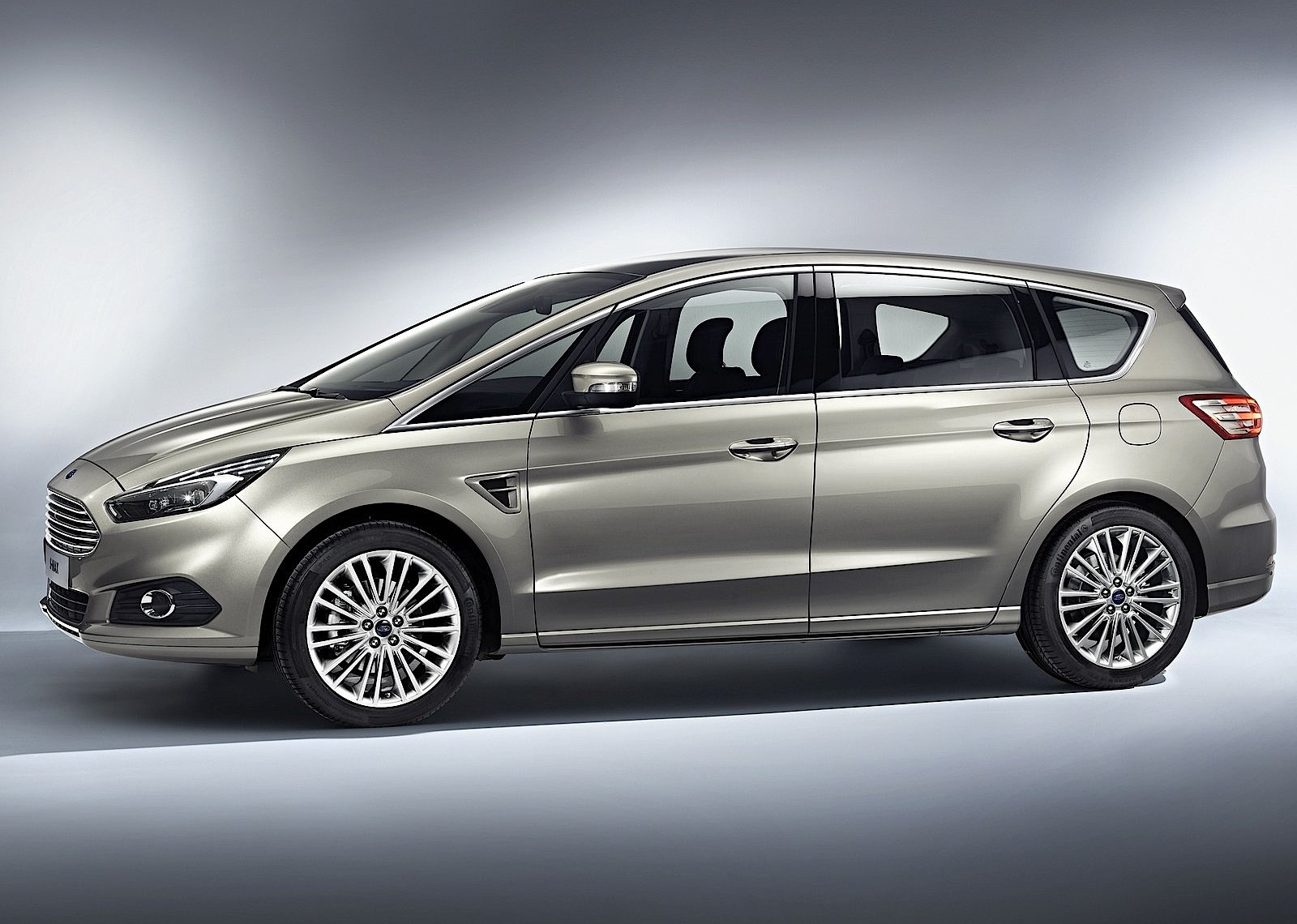2019 Ford S MAX photo - 3